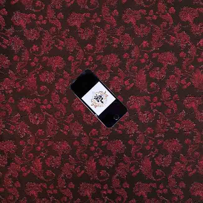پارچه ژاکارد ویسکوز پیچک رنگ مشکی قرمز